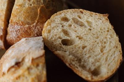 銅板無しで焼いたハードパンの断面
